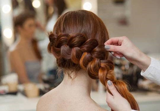 Прическа с ажурной косой